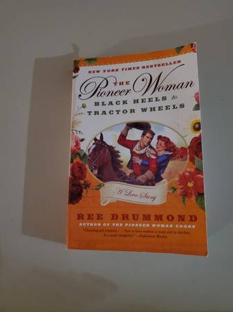 Photo Pioneer Woman (Ree Drummond) Black Heels to Tractor Wheels - $10 (Indianapolis)