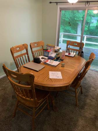 Photo Solid Oak Dining Room Table Set - $600 (Terre Haute)