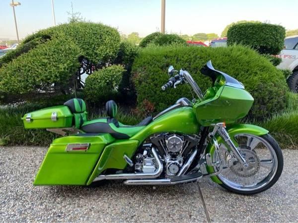 Photo 2013 Harley-Davidson Road Glide Custom FLTRX103 - $24,981 (Harley-Davidson Road Glide Custom)