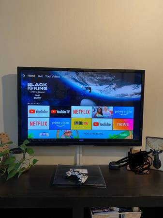 Photo 47 inch 1080p Vizio M Series TV (with stand and flush wall mount) - $150 (Nash)