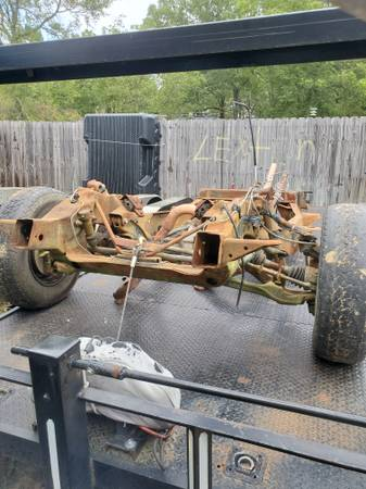 Photo CHEVY a 4x4 1 TON front end - $500 (Conway)