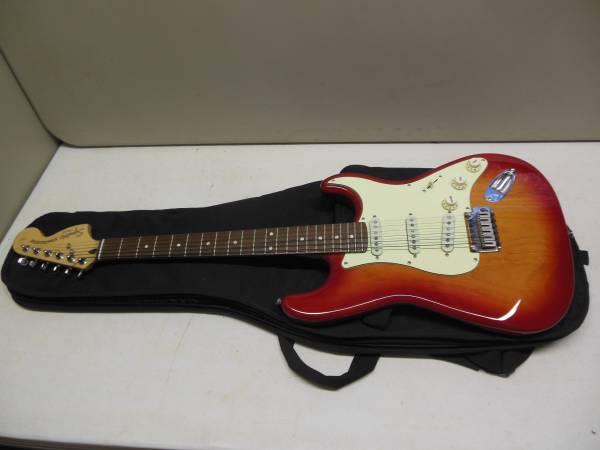 Photo Fender Squier Stratocaster Standard Series Lead Guitar wCase - $250 (Texarkana, Arkansas)