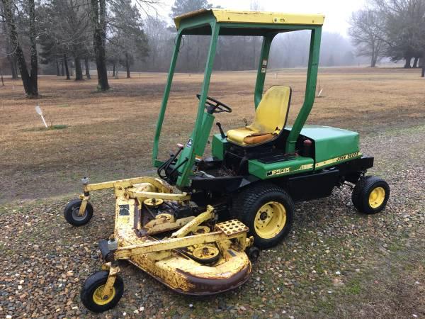 Photo John Deere F935 Diesel commercial mower - $3,700 (New Boston)