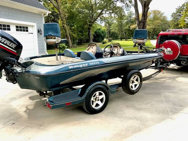 Photo NICE 2000 RANGER R83V BASS BOAT DUAL CONSOLE ONE OWNER EVINRUDE 150 - $13,500 (TYLER TX)