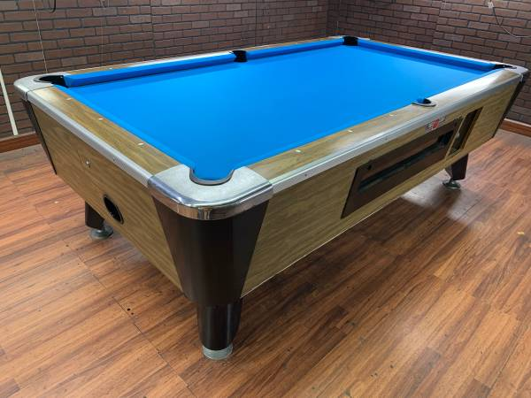 Photo Refurb 739 Valley pool table  bar pool tables - $1,200
