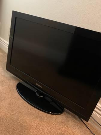 Photo Samsung HDTV 32 (LN32C350D1D) - $160 (Fort Smith)