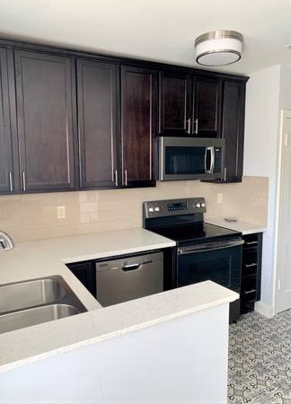 Photo See video tour Luxury SoMa 2 bedroom full size WD (South of Main Street, Downtown Little Rock, Scott Street)