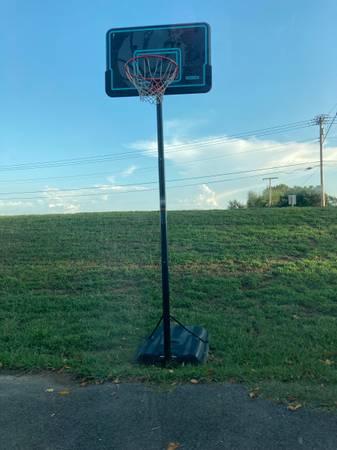 Photo basketball Goal - $285 (Little Rock)