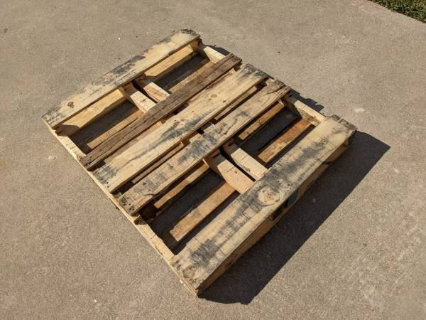 Photo wood shipping pallet (West Monroe)