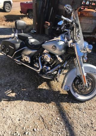 Photo 2010 Harley Davidson Road King Ultra Classic - $16,000 (Roff)