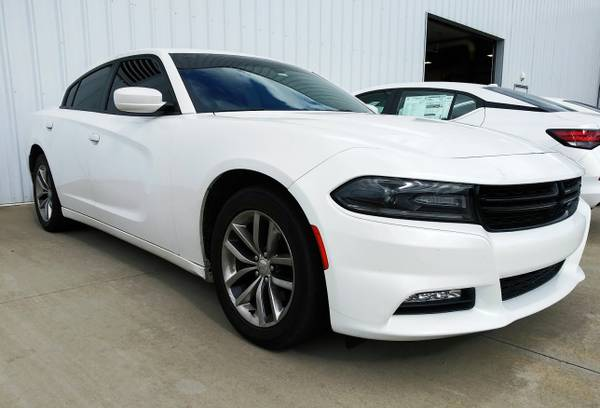 Photo 2015 DODGE CHARGER SXT - LEATHER LOADED - $19,900 ($268 A MONTH)