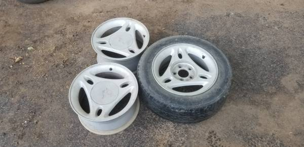 Photo (3)96-00 Ford Mustang 15quot - $40 (Durant)