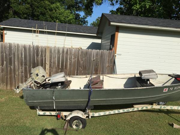 Photo 63 14ft Jon Boat - Original w18hp Johnson Motor - $2,000 (Collinsville,TX)