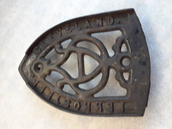 Photo ANTIQUE CAST IRON TRIVET  STAND FOR CLOTHES FLAT IRON - $14 (SHERMAN, TX)