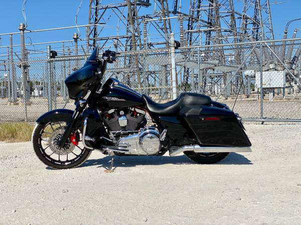 Photo Harley Davidson Street Glide - $22,500 (Paris, TX)
