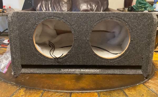 Photo JL Audio 10 subwoofer box - $150 (Ardmore)