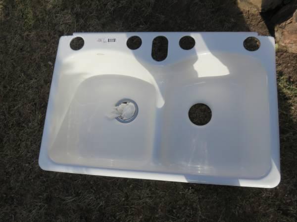 Photo Kohler white Enameled Cast Iron Sink - $40 (The Village)