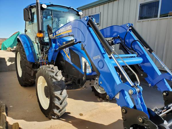 Photo New Holland T4.75 Cab Tractor w Loader - $43,170 (Ben Franklin)