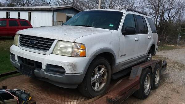 Photo Parting out 2002 Ford Explorer 4x4. (Mead)