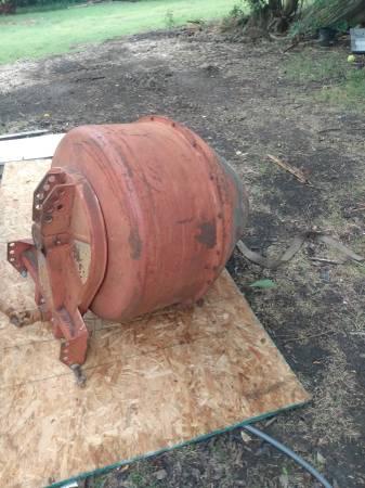 Photo Tractor concrete mixer chain drive - $850 (Caddo)