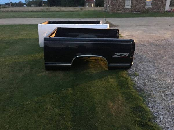 Photo 1988-1998 Chevy Silverado GMC Sierra Truck Bed - $1,000