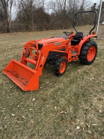 Photo 2005 Kubota L3130 4x4 tractor with loader and attachments - $15200 (Metamora)