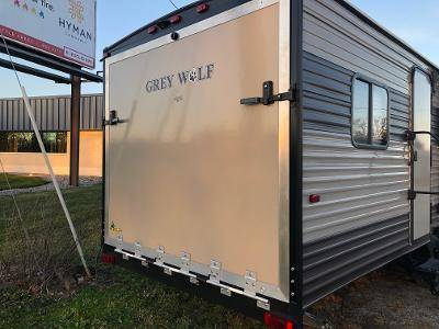 Photo 2017 Cherokee Greywolf Toyhauler holds RZR 1000 XP - $16,900 (Freeland)