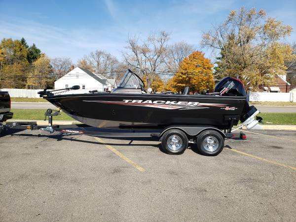Photo 2021 Tracker Pro Guide V-175 - $33,000 (Dearborn heights)