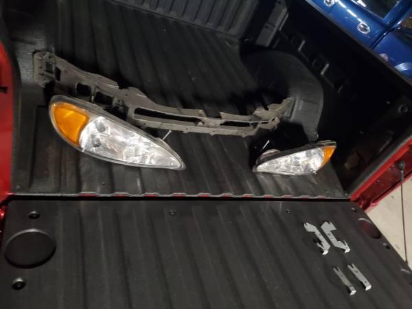 Photo 99-05 Pontiac Grand am headlights and bracket - $1 (Kinde)