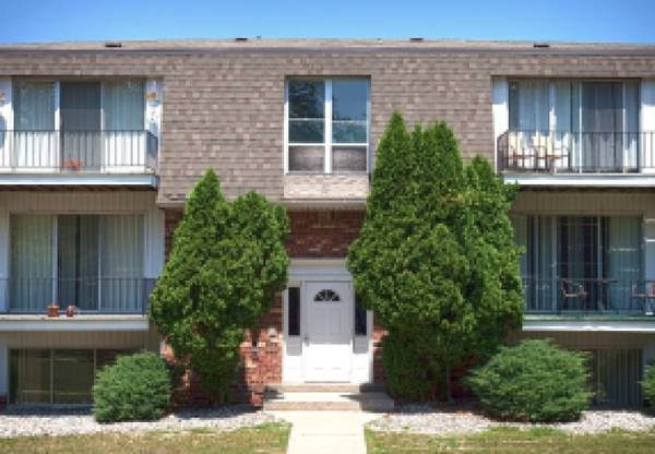 Photo Billiards Table, Central Air, 1, 2 and 3 Bedroom Apartment Homes (2630 Abbott Road, Saginaw-Midland-Baycity, MI)