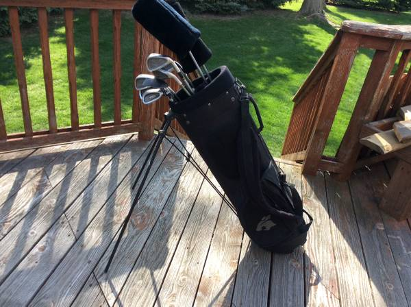 Photo Cobra Golf Clubs and Golf Bag - $1 (clinton twp)