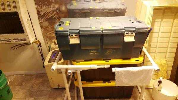 Photo Complete Hydroponic System for indoor growing. - $950