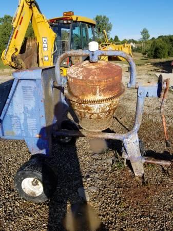 Photo Concrete Mixer (Cement Mixer) - $750 (MANCHESTER)