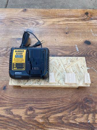Photo Dewalt battery charger and battery mount - $50 (Westland)