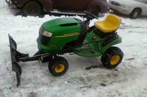John Deere L110 Lawn Tractor With Snow Plow
