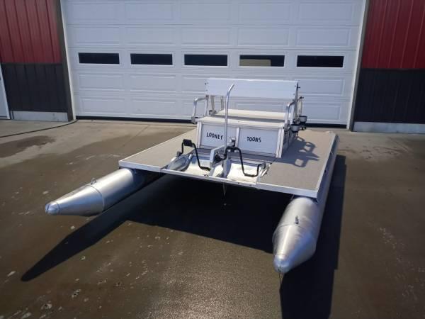 Photo Pontoon Paddle Boat Paddle King PK4400 - $2,850 (Westphalia, MI)