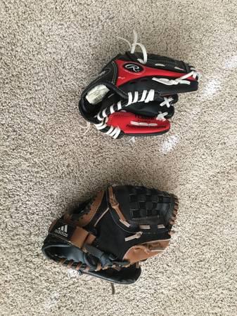 Photo Rawlings  Adidas Baseball Gloves T-Ball  Coach Pitch - NICE - $5 (Northville)