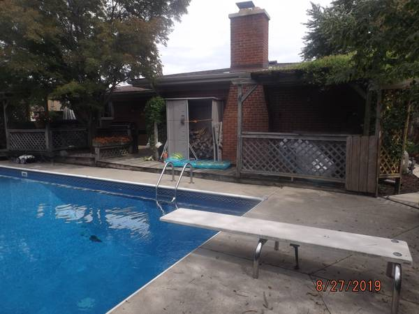 Photo Share my nice home Female only, pool and hot tub (STERLING HEIGHTS)
