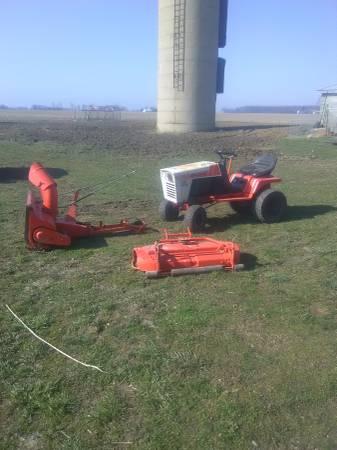 Photo Simplicity Garden Tractor - $350 (marlette)