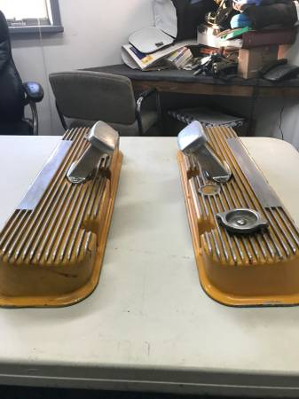 Photo VINTAGE BBC GASSER VALVE COVERS WITH BOLT ON BREATHERS - $200 (Caro)