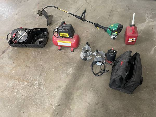 Photo Weed eater and misc. tools - $20 (SANDUSKY)