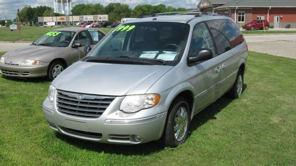 Photo 06 Chrysler Town and Country - $1795 (Frankfort)