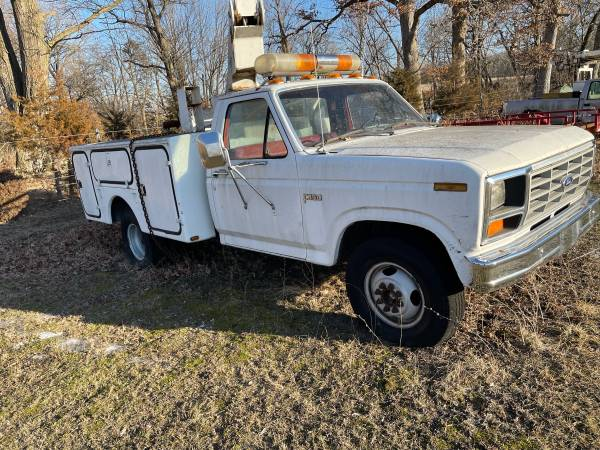 Photo 1985 F350 Ford Dually Bucket Truck - $2,500 (Monticello)