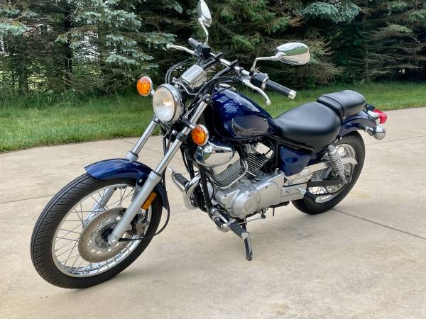 Photo 2013 Yamaha XV 250 motorcycle 251 original miles - $3,450 (Valparaiso)