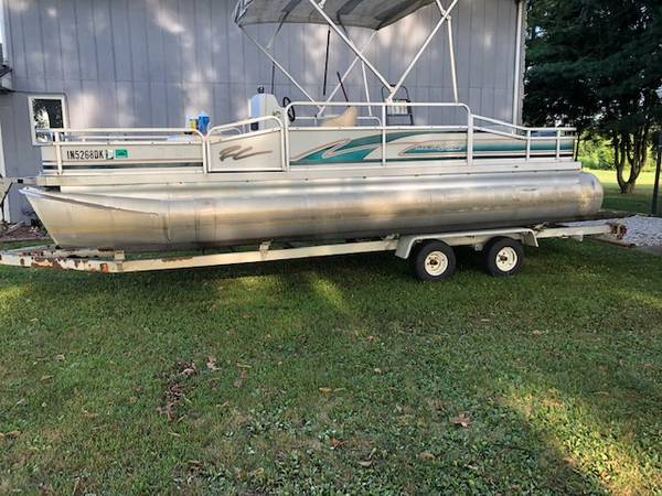 Photo 20 foot pontoon - $6,000 (Terre Haute)