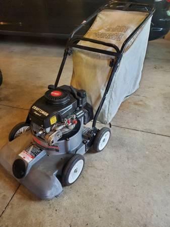 Photo Craftsman yard vacuum - chipper- shredder - $125 (rensselaer)