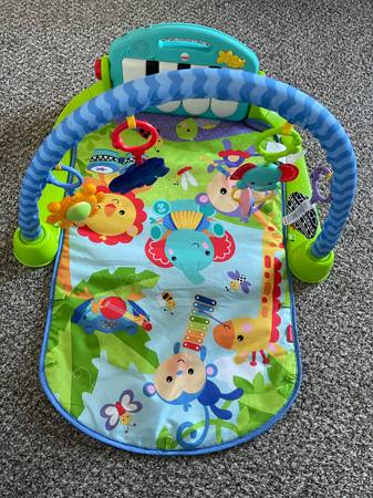 Photo Fisher-Price Deluxe Kick  Play Removable Piano Gym - $10 (West Lafayette)