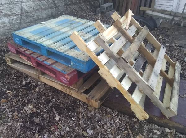 Photo Free Wood Pallets (Indianapolis downtown)