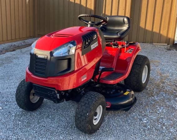Photo Huskee LT4200 Riding Mower - $800 (Crawfordsville)