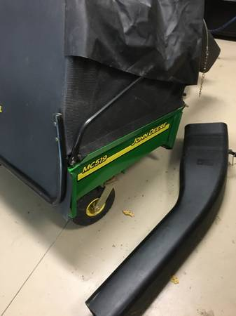Photo John Deere Leaf Vac  Cart Bagger  Material Collection System - $450 (Winamac)